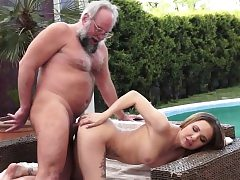 Young honey outdoor screwing with oldman
