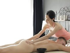 Handsome masseuse Emma Spunks gets muff stuffed by her super-naughty client
