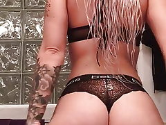 Pawg sent me this jiggle booty video!
